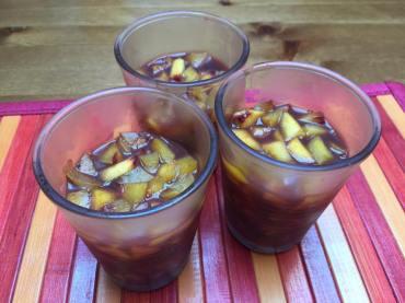 Bicchierini freddi di pesche al fragolino