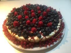Cheesecake con topping ai frutti di bosco