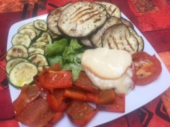 Insalata con scamorza e verdure grigliate