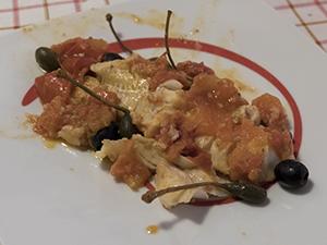 Merluzzo al pomodoro con cucunci e olive nere