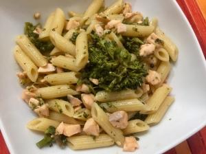 Pennette con broccoletti e salmone