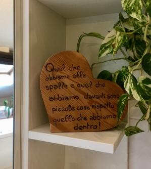 Cuore in legno realizzato da Leonardo con frase