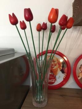 Tulipani rossi in legno provenienti da Amsterdam