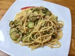 Spaghetti con tonno e zucchine