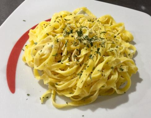 Tagliatelle all'uovo, limone, rosmarino e pepe