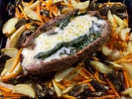 Polpettone ripieno di spinaci e formaggio