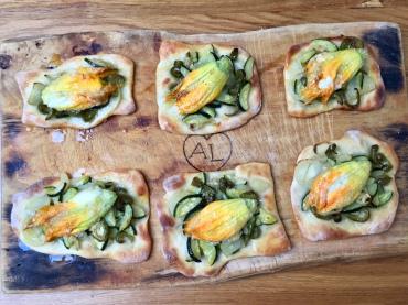 Schiacciatine alle verdure e fiori di zucca ripieni