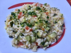 Risotto con zucchine, fiori di zucca e pomodoro