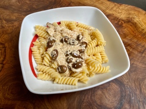 Pasta con yogurt e olive
