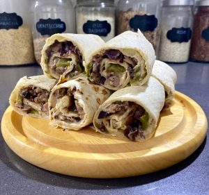 Piadina con salsiccia e peperoni arrosto