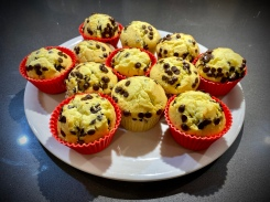 Muffin al latte di mandorla e gocce di cioccolato