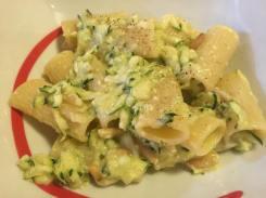 Pasta con zucchine al limone