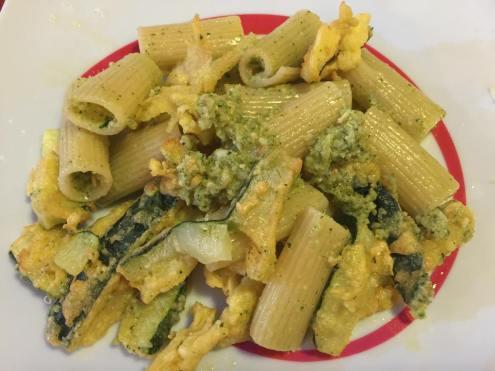 Pasta con zucchine croccanti