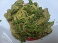 Spaghetti agli asparagi, carciofi e pesto di piselli