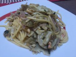 Spaghettoni ai carciofi e pinoli